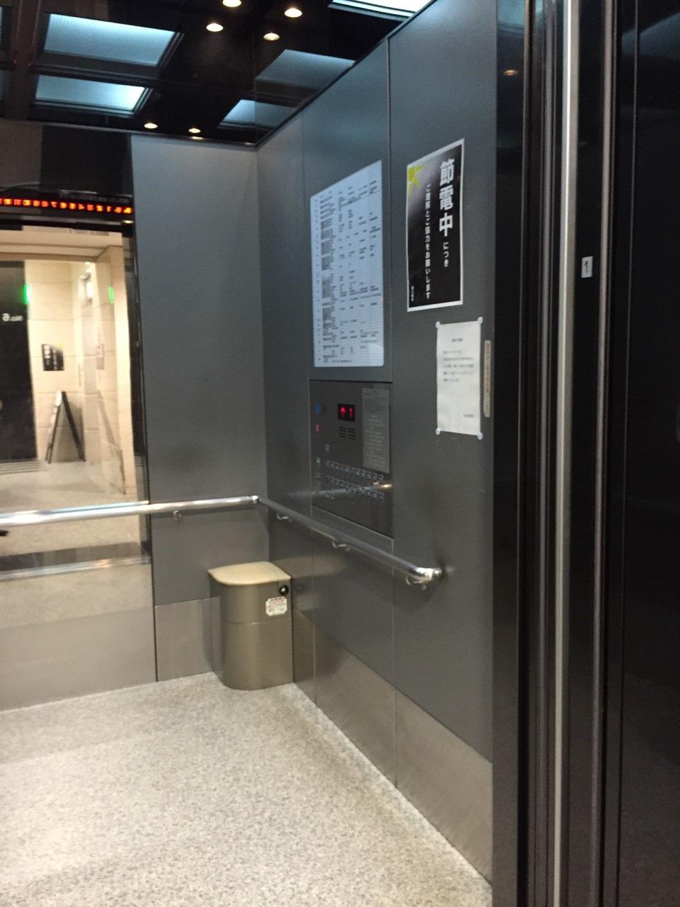 の 地震 で エレベーター 中